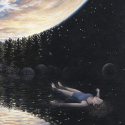 Enfant couché dans l'eau obscure