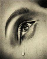 Femme avec larme sur joue