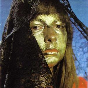 Femme masquée d'un voile