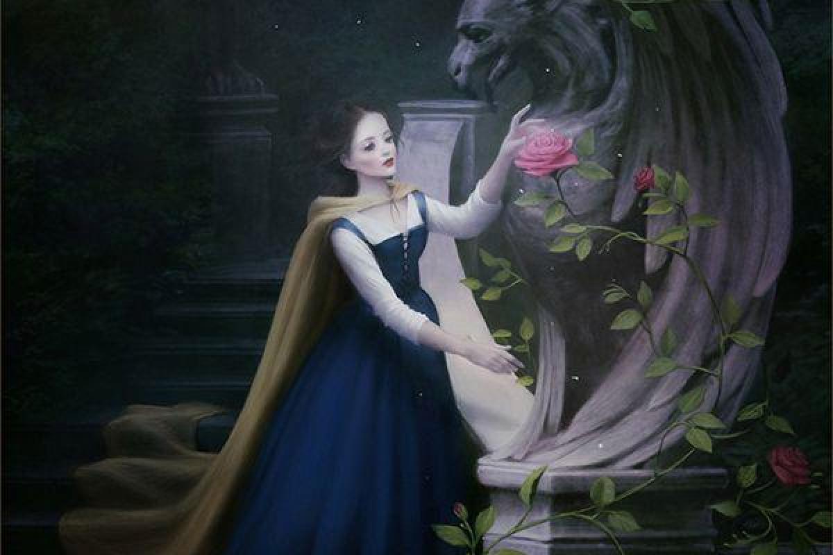 Femme sculpture bête dans nuit
