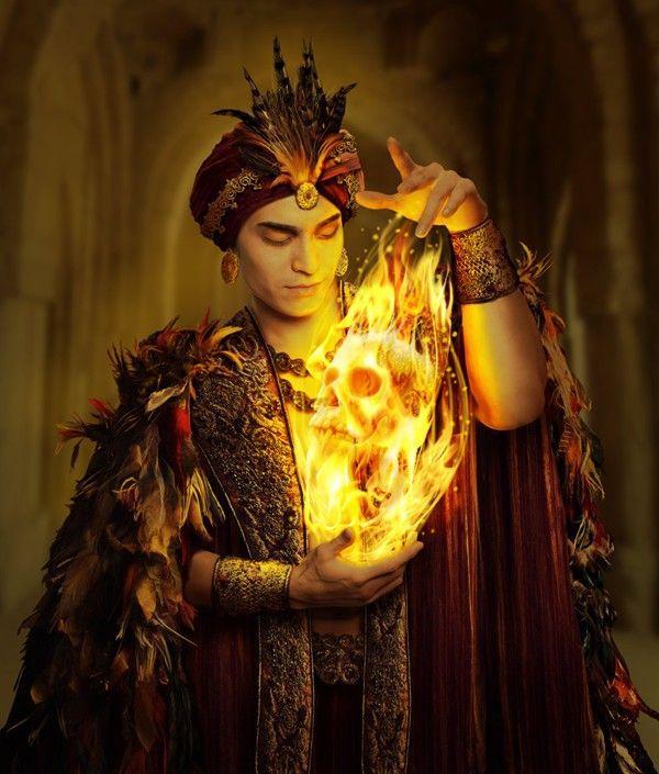 Homme oriental jouant avec feu