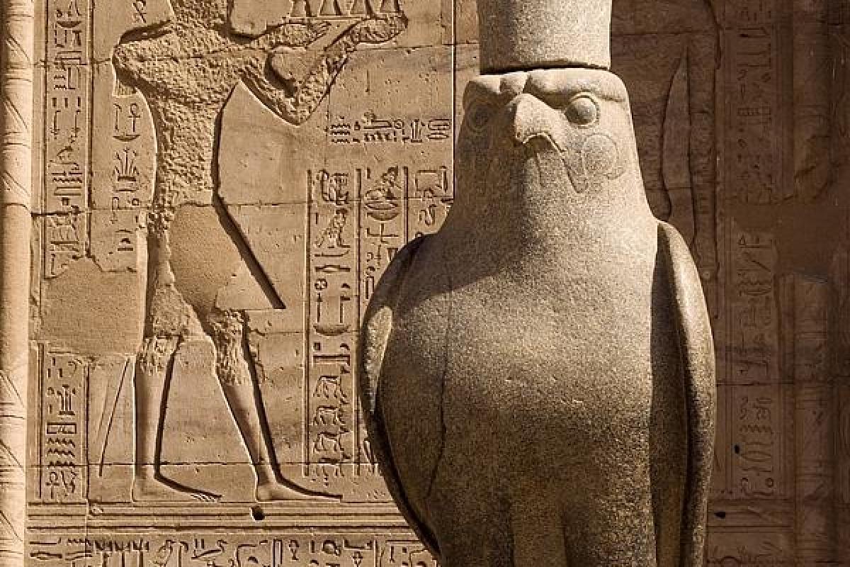 Horus dieu faucon