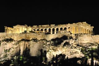 Temple grec dans la nuit